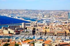 Vista aérea da cidade e do porto de Marselha foto de stock
