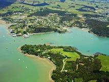 Vista aérea da cidade Mangonui, Nova Zelândia Imagens de Stock Royalty Free
