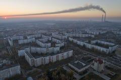 Vista aérea da cidade no outono no por do sol imagens de stock royalty free