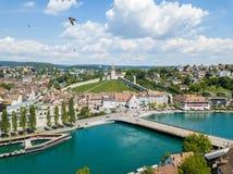 Vista aérea da cidade velha suíça Schaffhausen, com o castelo medival Munot sobre o Rhine River Imagens de Stock