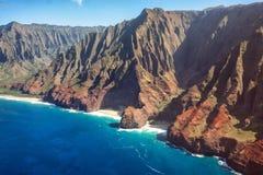 Vista aérea da costa do Na Pali fotografia de stock royalty free