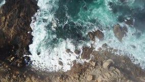 Vista aérea da costa do oceano e de Califórnia do norte filme
