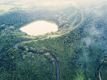 Vista aérea da cratera do vulcão de Kanaka na ilha de Maurícias Fotos de Stock