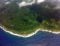 Vista aérea da estrada litoral no South Pacific Imagens de Stock Royalty Free