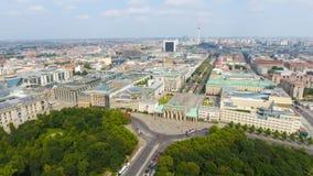 Vista aérea da estrada da skyline de Berlim desde o 17 de junho, Alemanha Foto de Stock Royalty Free