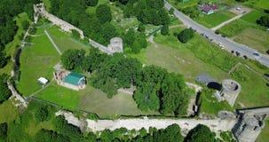 Vista aérea da fortaleza destruída antiga do zangão Koporye St Petersburg Rússia vídeos de arquivo