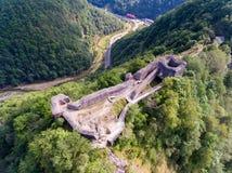 Vista aérea da fortaleza Poenari, Romênia fotografia de stock