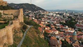 Vista aérea da fortaleza Tbilisi de Narikala Geórgia 2018 vídeos de arquivo