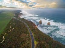 Vista aérea da grande estrada do oceano com Gog e Magog Fotografia de Stock