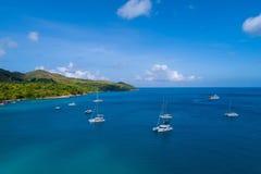 Vista aérea da ilha bonita em Seychelles no Oceano Índico Vista superior do zangão fotos de stock