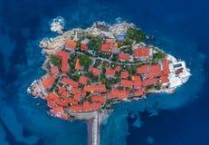 Vista aérea da ilha Budva de Stefan do sveti fotos de stock