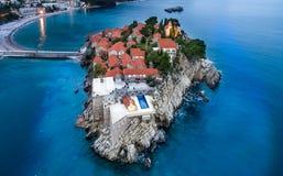Vista aérea da ilha Budva de Stefan do sveti imagem de stock