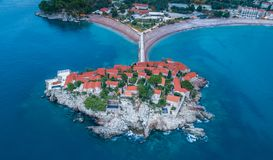 Vista aérea da ilha Budva de Stefan do sveti imagens de stock royalty free