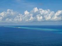 Vista aérea da ilha em maldives imagem de stock
