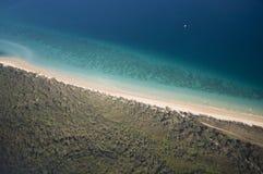 Vista aérea da linha costeira tropical Imagens de Stock Royalty Free