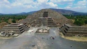 Vista aérea da pirâmide da lua vídeos de arquivo