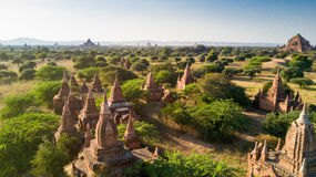 Vista aérea da planície de Bagan em Myanmar fotos de stock royalty free