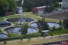 Vista aérea da planta de tratamento da água da água de esgoto Fotografia de Stock