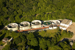 Vista aérea da planta waste do tratamento da água imagens de stock royalty free