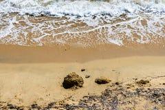 Vista aérea da praia de Ajaccion em Córsega, França Rochas, ondas e areia fotos de stock