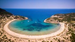 Vista aérea da praia do voidokilia, Messinia, Grécia fotografia de stock