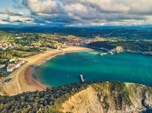 Vista aérea da praia em Plentzia e em Gorliz, país Basque, Espanha foto de stock royalty free
