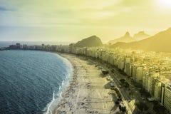 Vista aérea da praia famosa de Copacabana em Rio de janeiro Imagens de Stock
