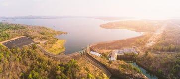 Vista aérea da represa de Sirindhorn em Ubon Ratchathani Imagem de Stock