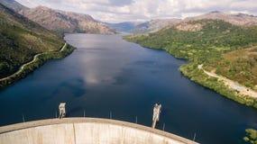 Vista aérea da represa de Vilarinho a Dinamarca Furna em Rio Homem, Portugal Imagem de Stock