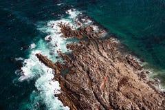 Vista aérea da rocha do geyser, uma ilha pequena ao lado do tintureiro Island Foto de Stock