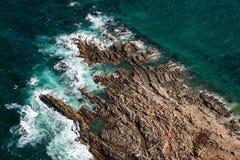 Vista aérea da rocha do geyser, uma ilha pequena em África do Sul Foto de Stock