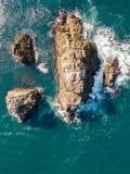 Vista aérea da rocha no mar fotografia de stock