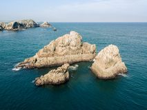 Vista aérea da rocha no mar fotografia de stock royalty free