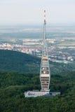 Vista aérea da torre da transmissão da tevê de Kamzik, Bratislava imagem de stock