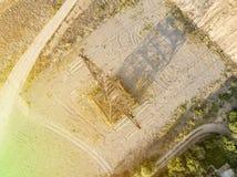 Vista aérea da torre elétrica de alta tensão d do pilão das linhas elétricas imagem de stock
