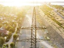 Vista aérea da torre elétrica de alta tensão d do pilão das linhas elétricas fotografia de stock royalty free