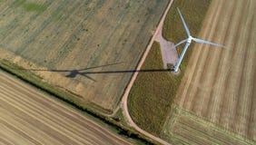 Vista aérea da turbina de vento fotografia de stock royalty free