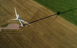 Vista aérea da turbina de vento imagens de stock royalty free