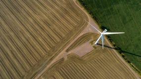 Vista aérea da turbina de vento fotografia de stock