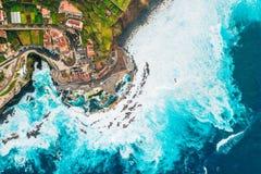 Vista aérea da vila de Porto Moniz fotografia de stock