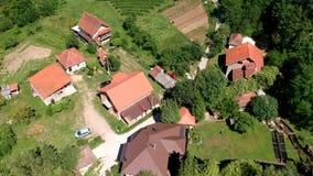 Vista aérea da vila e da caverna de Potpece video estoque