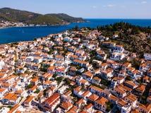 Vista aérea das casas na ilha de Poros, seaÑŽ egeu imagem de stock