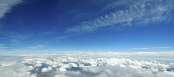 Vista aérea das nuvens sobre a terra. Fotos de Stock