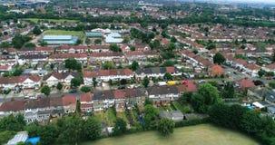 Vista aérea de áreas suburbanas en Londres del norte Wembley metrajes