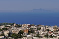 Vista aérea de Anacapri y del mar Mediterráneo fotografía de archivo