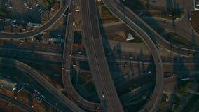Vista aérea de arriba de la carretera Intercambio del camino Cantidad del abejón almacen de metraje de vídeo