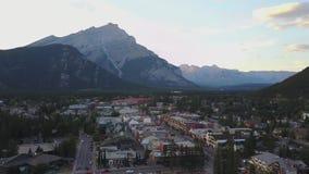 Vista aérea de Banff montañoso, Alberta, Canadá almacen de metraje de vídeo