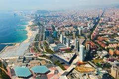 Vista aérea de Barcelona con la costa costa del helicóptero fotografía de archivo