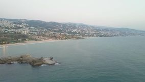 Vista aérea de Byblos - Jbeil em Líbano Cidade histórica no mar Mediterrâneo no Médio Oriente video estoque