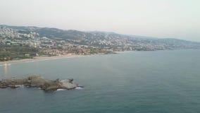 Vista aérea de Byblos - Jbeil en Líbano Ciudad histórica en el mar Mediterráneo en el Oriente Medio almacen de video